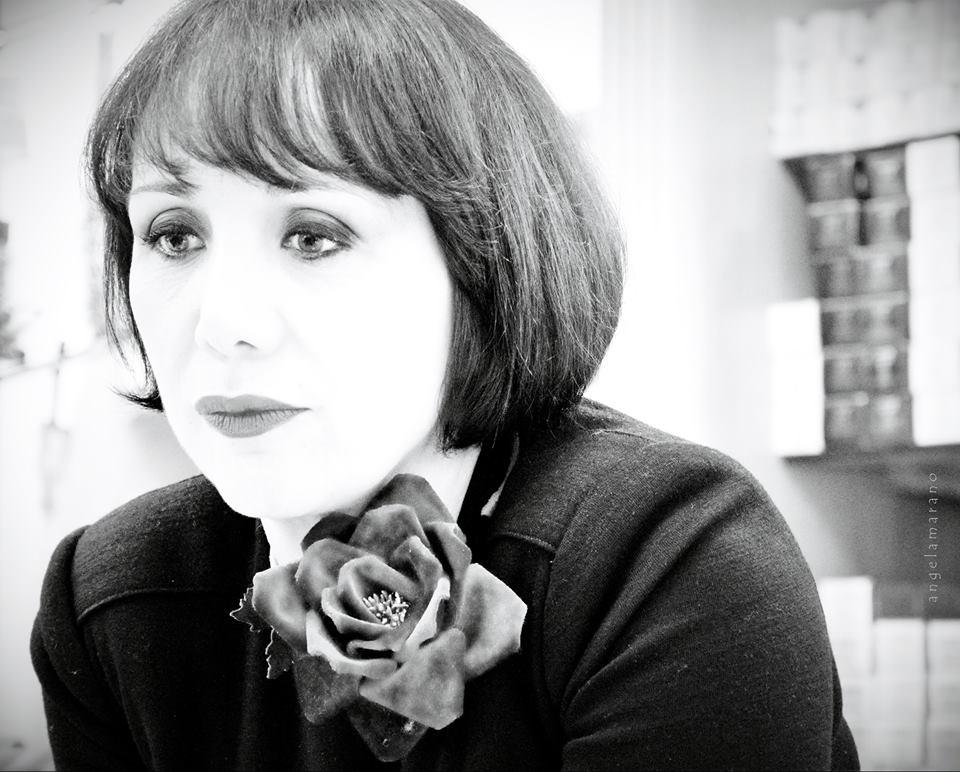 Antonella Rizzo e la sua Ipazia: donne libere e sapienti tra profumi evelette